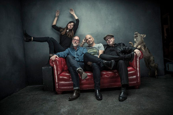 "Pixies lanza el single ""Catfish Kate"" con un surrealista videoclip animado"